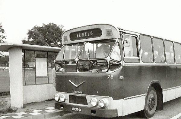 1964 AEC nr. 78 met carrosserie van verheul. Opname halte THT Enschede richting Hengelo in 1970