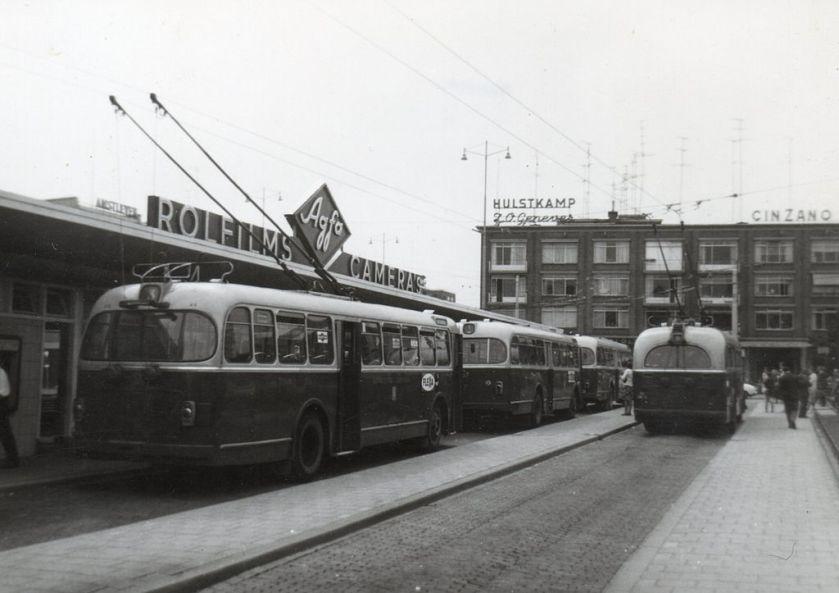 1965 Stationsplein Arnhem 20 juli 1965 BUT-Verheul Diesels en Trolleybussen