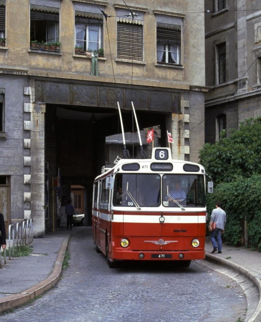 Lyon_trolleybus_471_in_1981