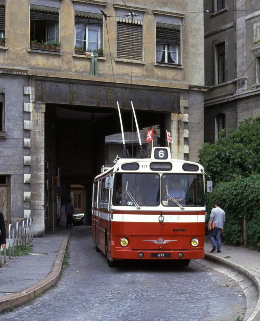 Lyon_trolleybus_471_in_1981