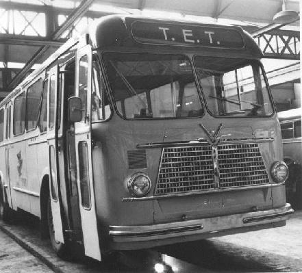Daf 11 met het kenteken TB-62-63, met carrosserie van Verheul. De kleur was ivoor met blauw dak.