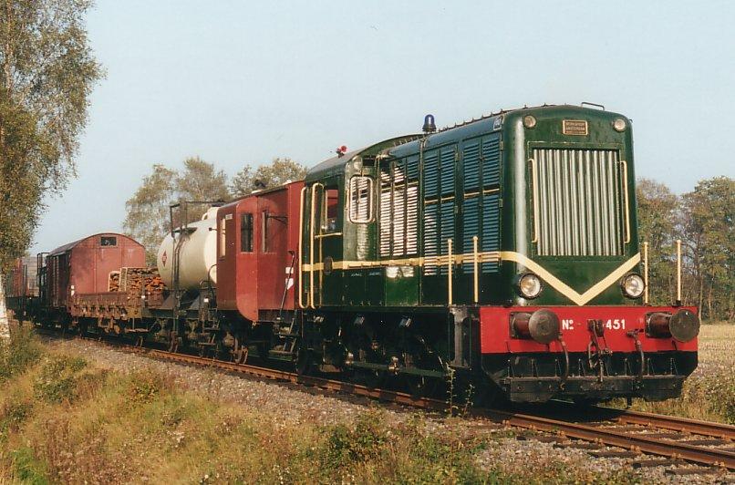 Dieselelektrische loc NS 451.