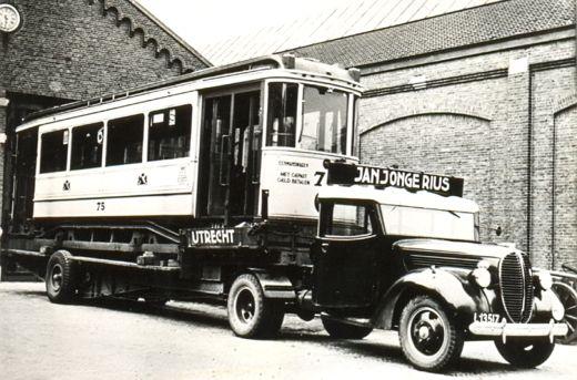 Motorwagen 75 uit 1927 van de Gemeentetram Utrecht, in 1939 opgeladen na verkoop aan de Amsterdamse tram