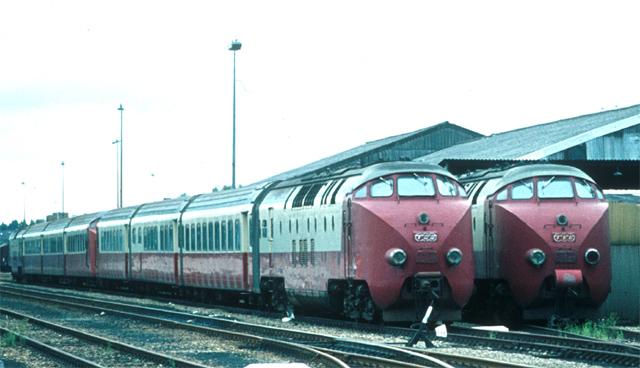 Motorwagens voor Nederlands-Zwitsers TEE-treinstel.