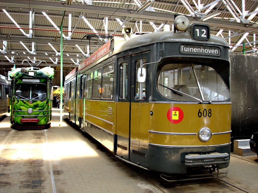 Rotterdamse gelede tram nr. 608, Düwag-Eenheidswagen, gebouwd in licentie.