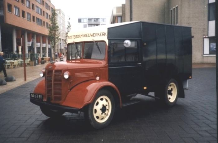 Van Gog 01 1948 Austin Bellewagen Gerestaureerd
