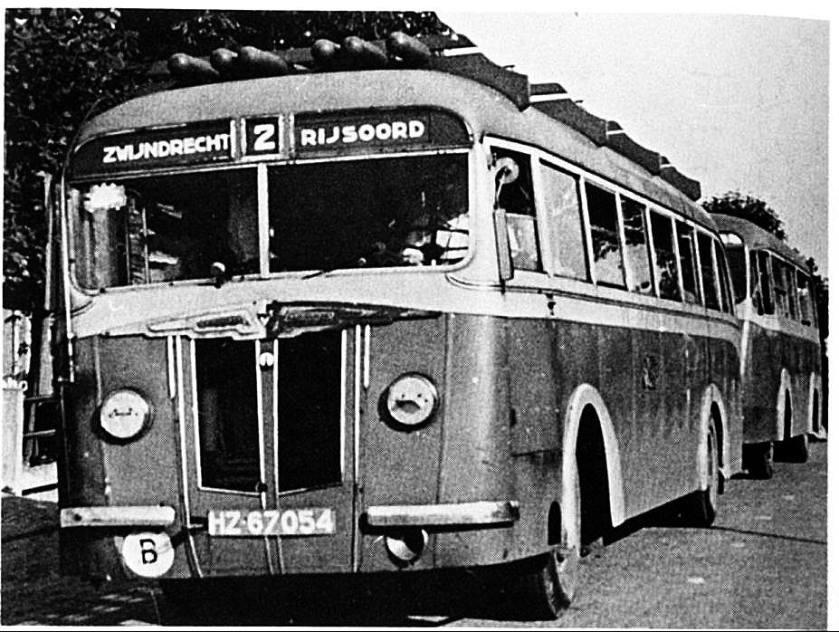 Verheul Kromhout met aanhangbus en persgasflessen HZ-67054