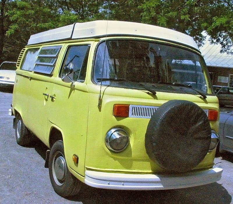 Volkswagen_Kombi_(Auto_classique_Laval_'11)
