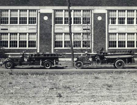 1915 Pierce Arrow Fire trucks