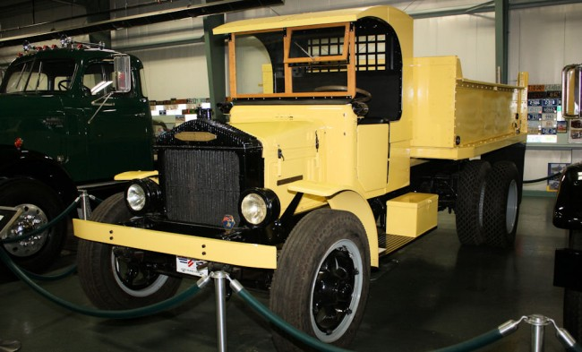 1928 Pierce Arrow Dump truck