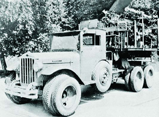 1930 Diamond Т truck with Т1 flak canon, 6x6