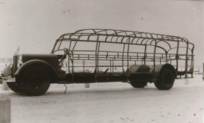 1930 REO in aanbouw bij Hainje Heerenveen B-15312