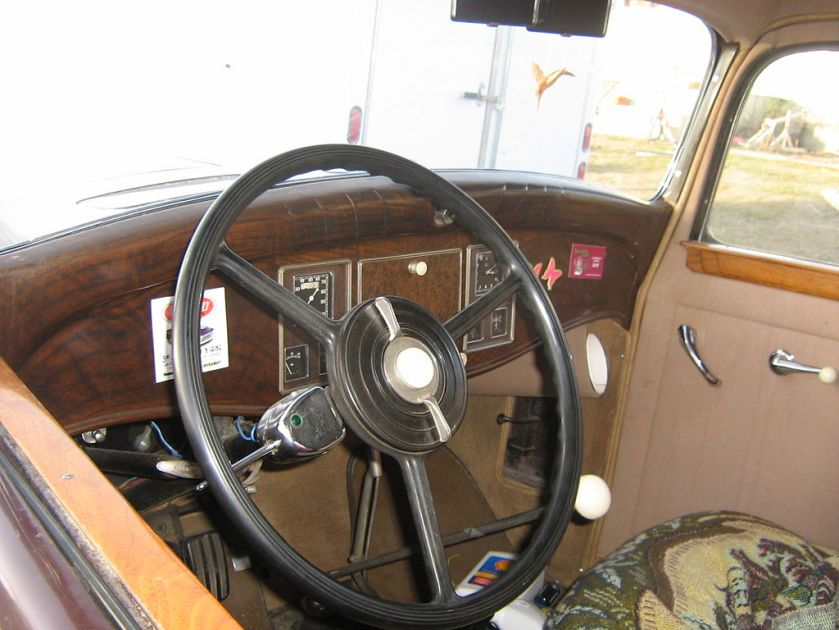 1931 Reo Royale Victoria Eight-interior