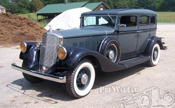 1933 Pierce-Arrow 5-Passenger Sedan