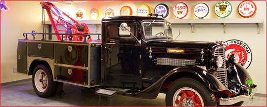 1935 Diamond T Tow Truck, Model 211