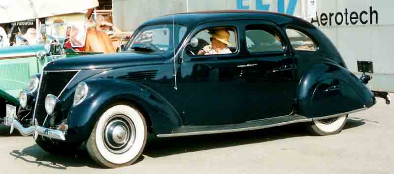 1936 Lincoln-Zephyr V-12 4-Door Sedan