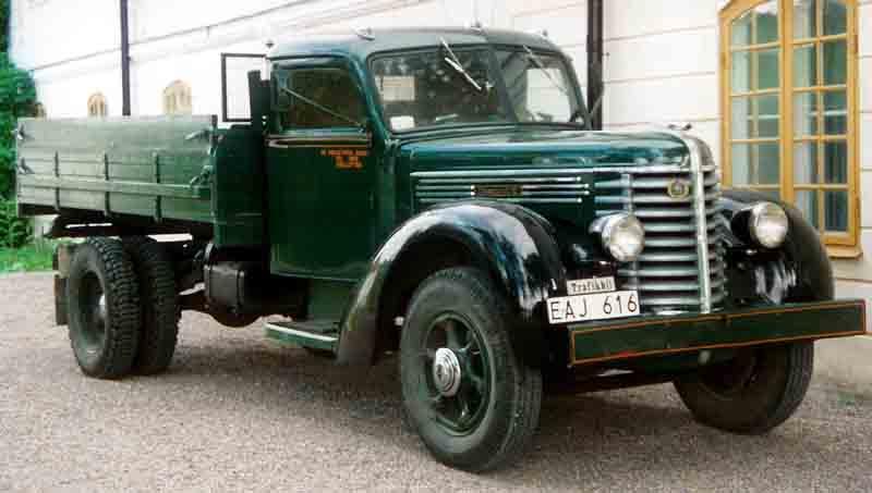 1937 Diamond T Truck b