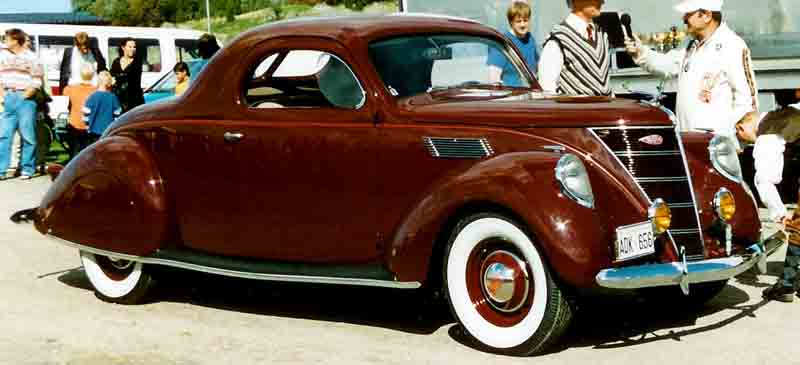 1937 Lincoln-Zephyr V-12 Coupé