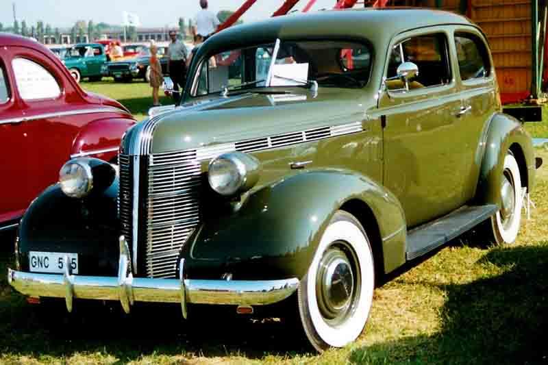 1937 Pontiac De Luxe Series 26 2611 2-door Touring Coach