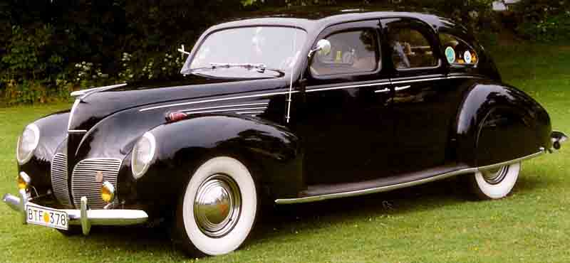 1938 Lincoln-Zephyr V-12 4-Door Sedan