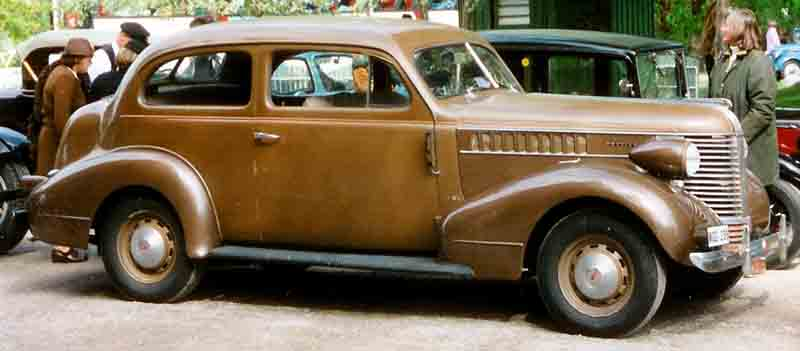 1938 Pontiac De Luxe Series 26 2611 2-door Touring Sedan