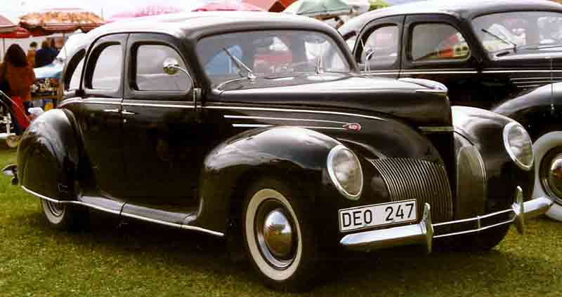 1939 Lincoln-Zephyr V-12 4-Door Sedan