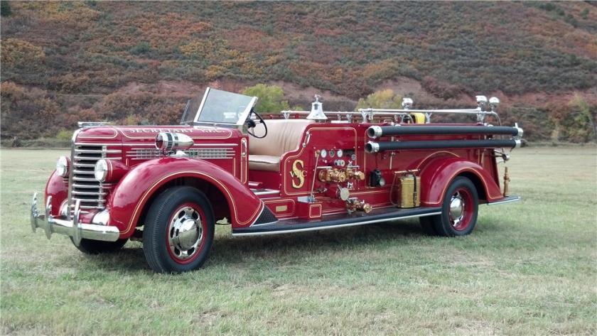 1940 DIAMOND T 406 FIRETRUCK