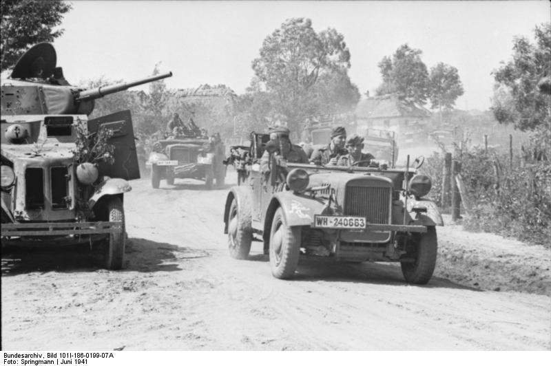 Russland, motorisierte Truppen, russischer Panzerwagen BA10