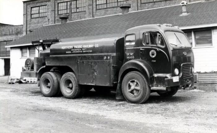 1947 Diamond T 910 Fuel Tanker