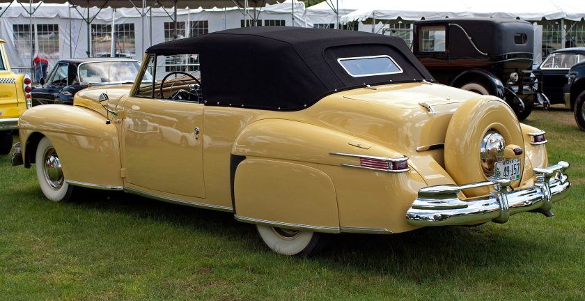 1948 convertible with view of Continental spare tire mount