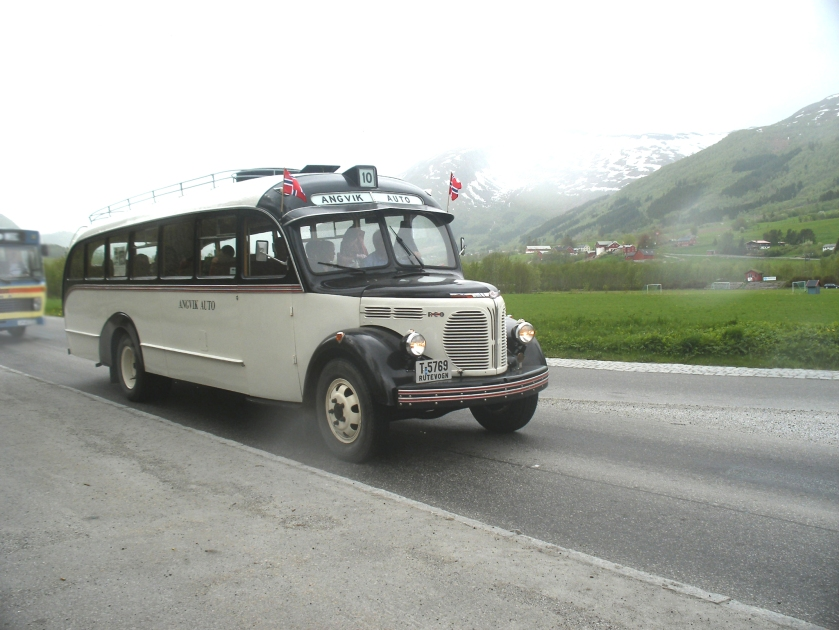 1948 REO-bus-AngvikAuto-4
