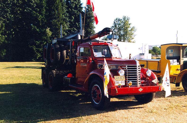 1949 Diamond T logging truck maybe a 614 H model