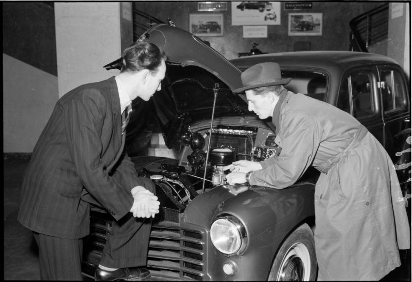 1950's Vauxhall bliver demonstreret