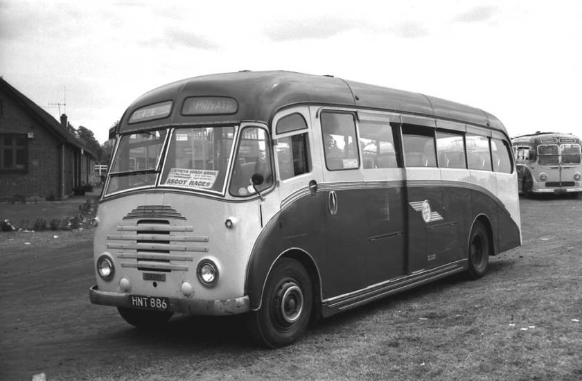 1951 HNT886 was a Dennis L6 Falcon with a Yeates C33F body
