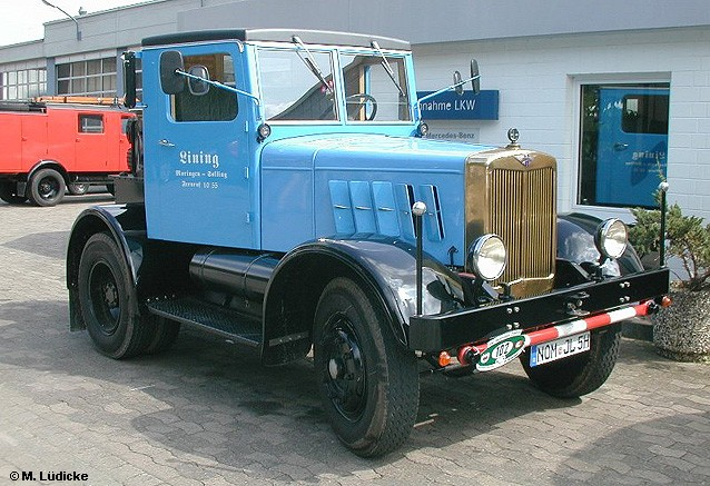 1953 Hanomag-Zugmaschine-graublau-Ch-schwarz