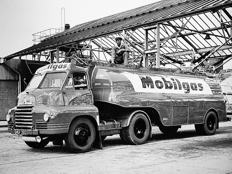 1954 BEDFORD Mobilgas