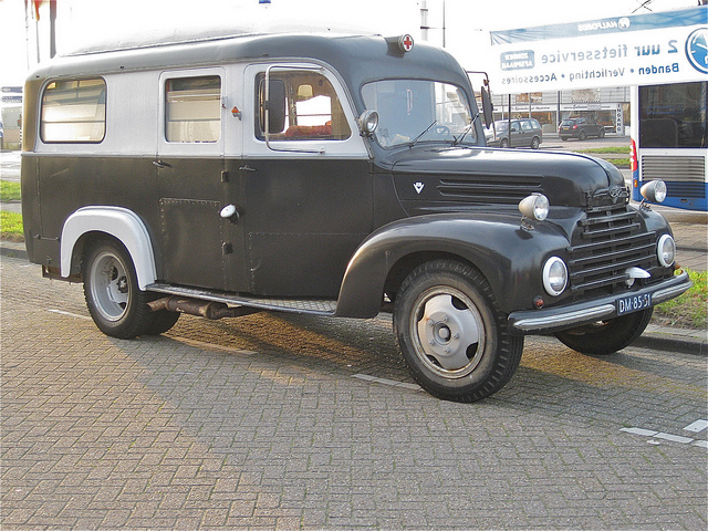 1955 FORD KÖLN TRK 4L V8, Army-ambulance