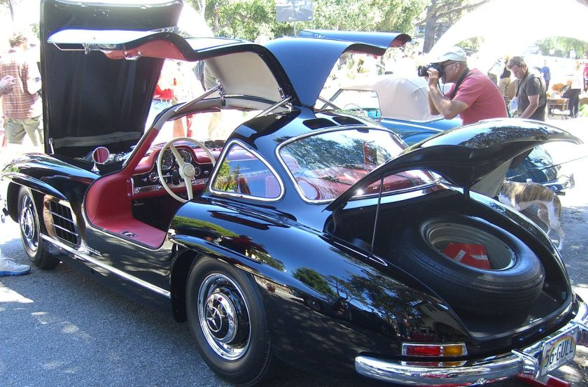 1956 Gull wing open