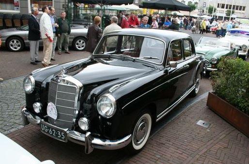 1956 Mercedes-Benz 220 S UG-62-35