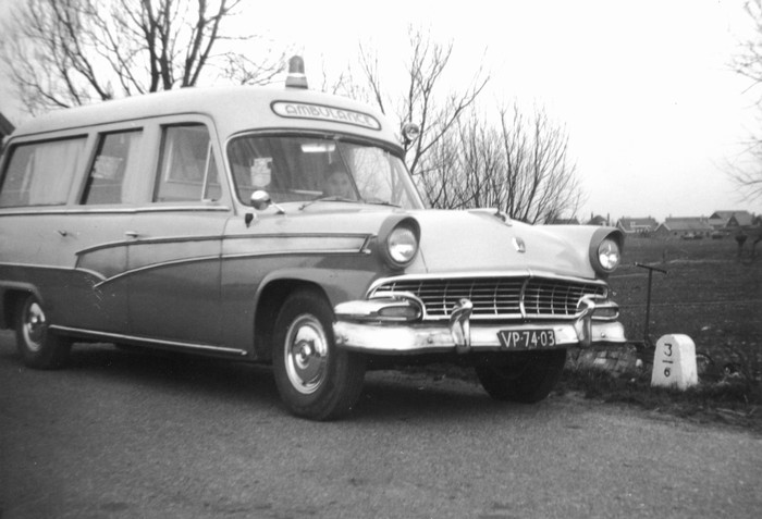 1956 piershil-bokhout-ambulance-01