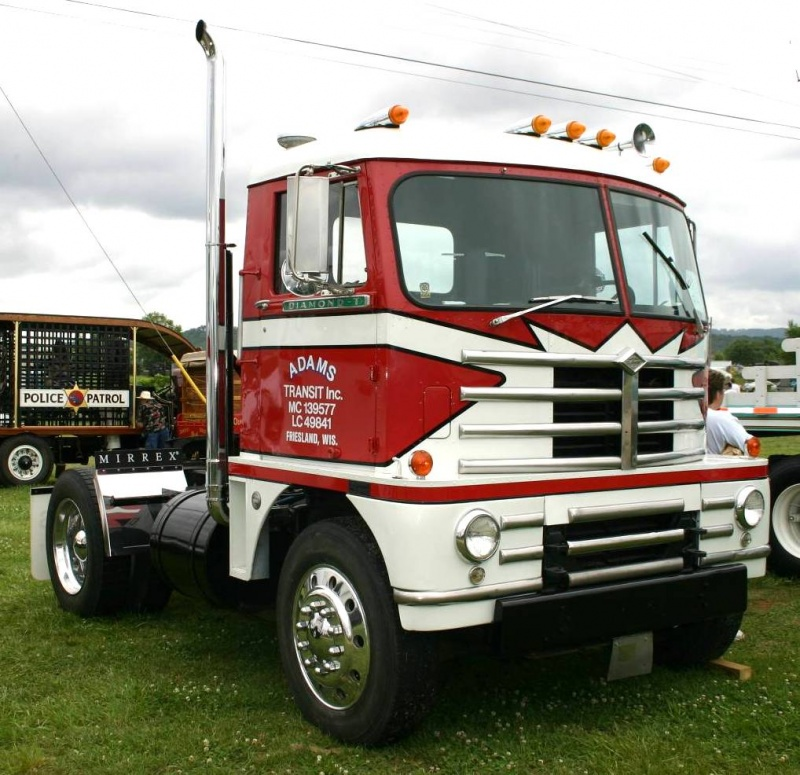 1957 Diamond T Model 921C Semi Truck