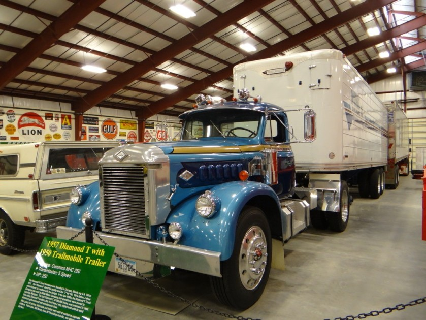 1957 Diamond T Trailer