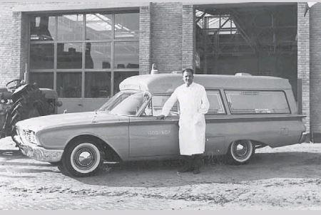 1961 Ford Fairlane ambulance opgebouwd door de gebroeders Visser uit Leeuwarden 1961