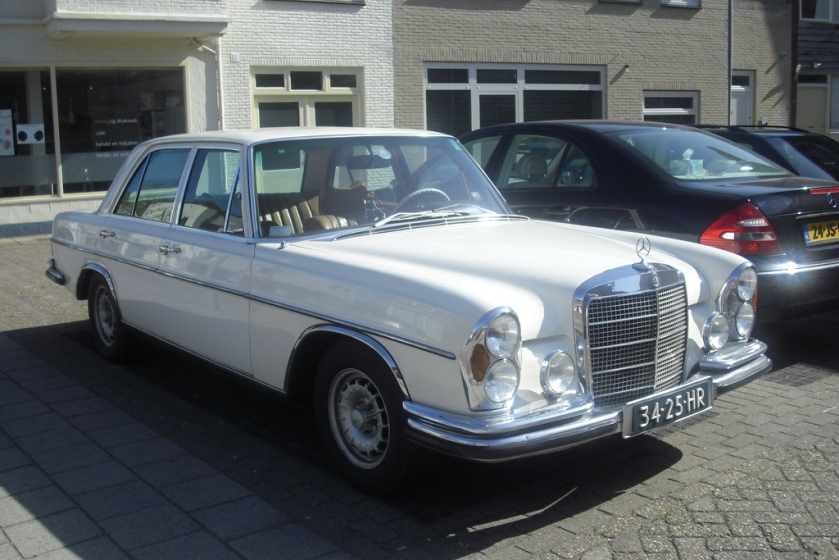 1969 Mercedes-Benz 280 SE 34-25-HR