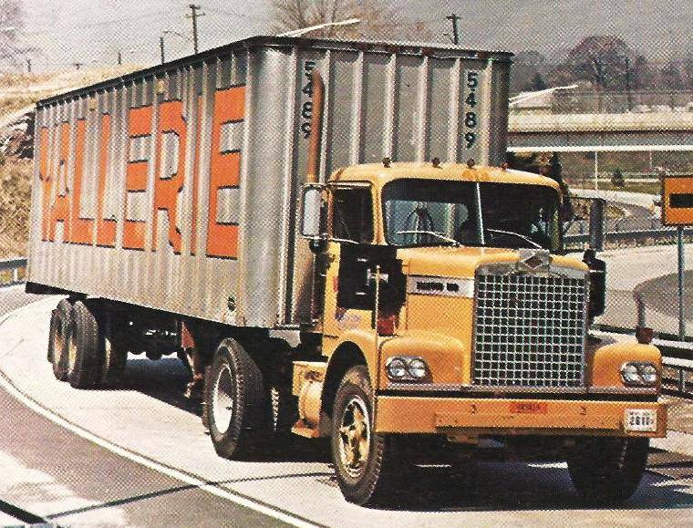 1972 Diamond Reo C9242D Tractor