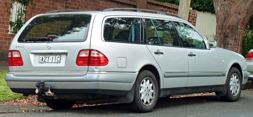 1997 Mercedes-Benz_E_240_(S210)_Elegance_station_wagon_(2011-03-10)
