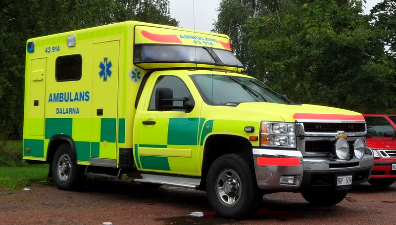 2005 chevrolet-ck20903-ambulance-01