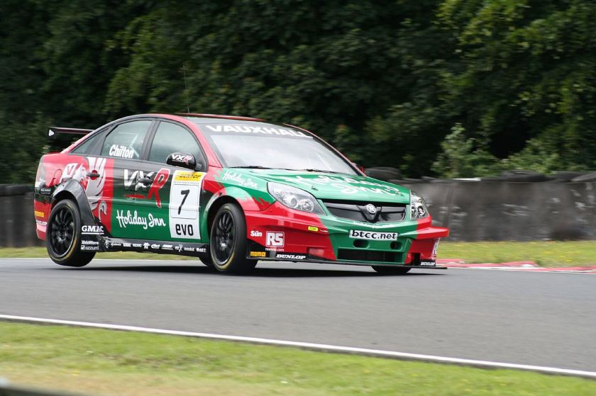 2007 Tom Chilton driving for Vauxhall at the Oulton Park round of the 2007 British Touring Car Championship