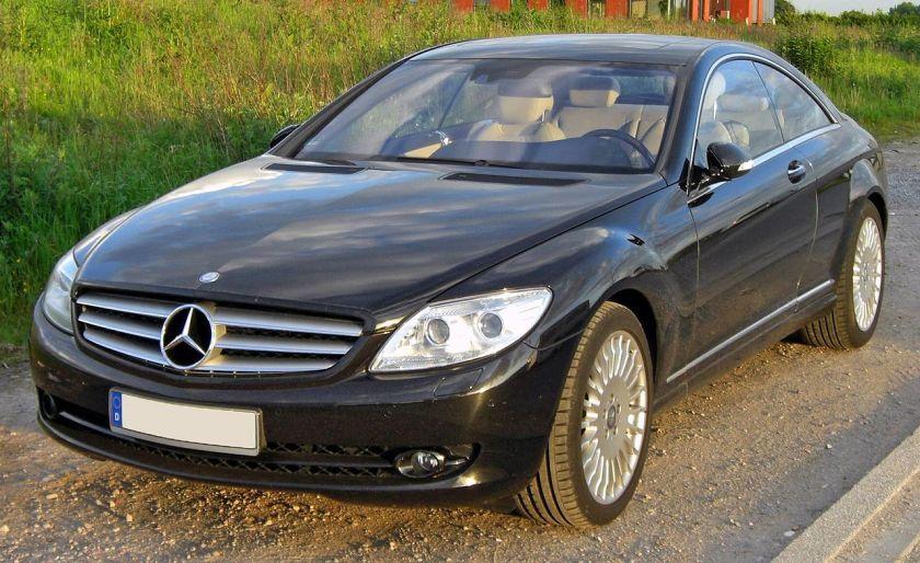 2009Mercedes-Benz 500 CL-Klasse mit großem typischen Stern der Marke Mercedes-Benz