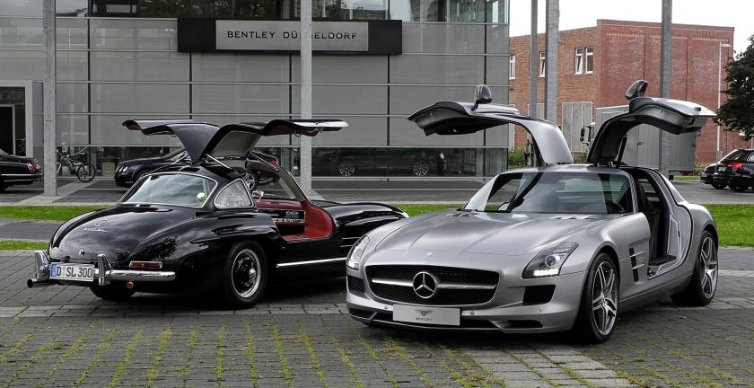 2011 Mercedes-Benz SLS AMG (C197)&Mercedes-Benz 300SL(W198)–Frontansicht,